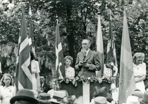 Mange taler ble holdt for å takke «Sine» og befolkningen på Ærø.