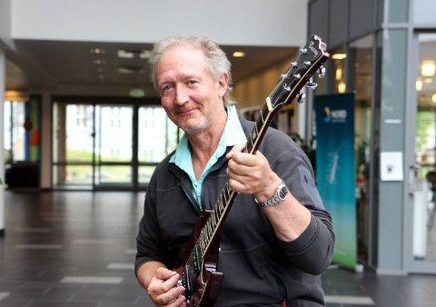 Ove Larsen: Professoren har skrevet tre artikler med lokal tilknytning, og framfører en om da Beatles kom til Korgen på Langsetbrygga på Nesna.