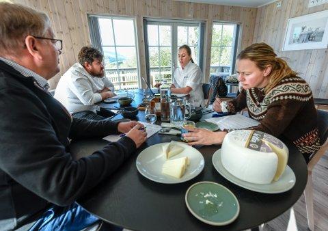 Det Norske Måltid la en av delfinalene sine til Til Elise fra Marius i Utskarpen. Her ble topp tre i tre ulike kategorier plukket ut: Årets ost, kjøtt og foredlet kjøtt.
