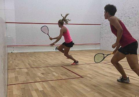 Andrea Myhre Fjellgaard har hatt tre tunge år, men nå er lurøyfjæringen tilbake i den internasjonale squashserien PSA World Tour.