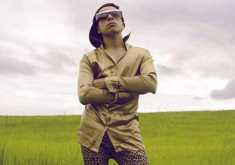 Jonas «DJ Essaih» produserer elektronisk dansemusikk og ønsker å leve av musikken.