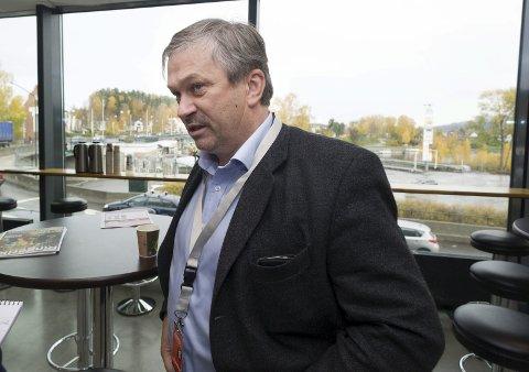Kjell B. Hansen og Rådet for ringeriksregionen ber om at flybuss-saken blir utsatt.