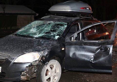 Det ble store skader på denne bilen etter sammenstøtet med en elg ved Steinssletta.