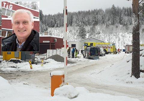 EVAKUERTE: – Hadde det vært kveld eller natt er det ikke sikkert at dette hadde endt like godt, sier Per Holte (innfelt), daglig leder hos T & G Elektro på Nes i Ådal.