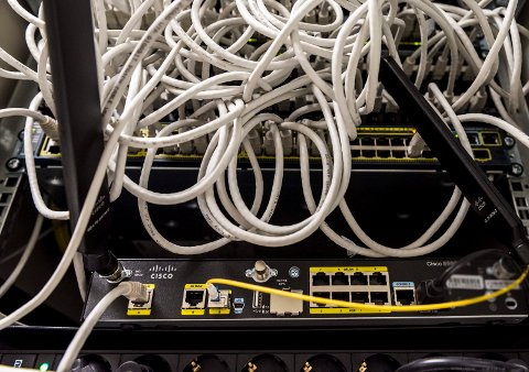 FART: Stadig flere får raskere bredbånd hjemme, men det er flere tusen boliger i Ringerike som ennå ikke har fått farten opp på bredbåndet sitt.