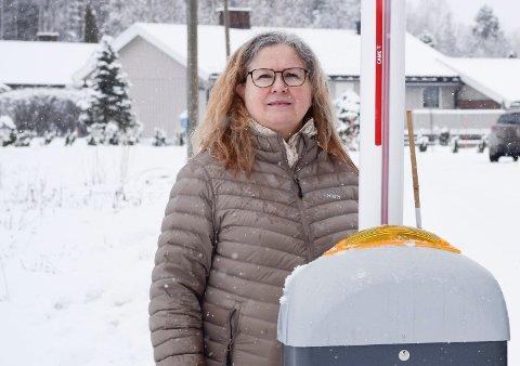 HVORFOR: Elin Hurum kan ikke skjønne hvorfor kommunen mener at fartshumper ikke hjelper i Rabbaveien mens de anlegges ved skoler og mange andre steder.