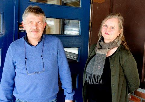 LÆRERE: Rune Kristiansen og Gro Breili synes det har vært et krevende år,med stadig omlegging av planer og tiltaksnivåer. - Men vi skal klare å stå i dette, sier de to.