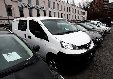 BILSALG: Både forhandlere og forbrukere skal få det mye enklere når det oppdaterte kjøretøysystemet Autosys er innført. Foto: Lise Åserud, NTB scanpix/ANB
