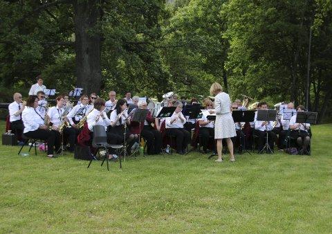 NY KONSERT: Bildet er fra parkkonserten på Tofte 17. juni i år. Foto: Innsendt