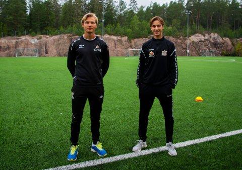 STARTET FOTBALLSKOLE: Gustav Sving Helling og Endi Zekaj.