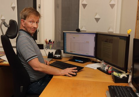 BREV: Knut Erik Lippert, avdelingsleder for innbyggerservice, sendte onsdag morgen av gårde 4.500 digitale brev til innbyggere over 65 år.