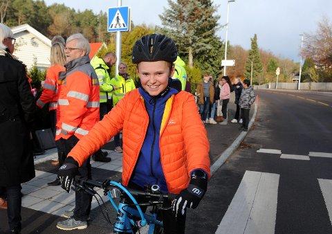 FLOTT VEI: Alexander Nysæther er glad i å sykle, og synes den nye Dølebakken virker trygg og fin.