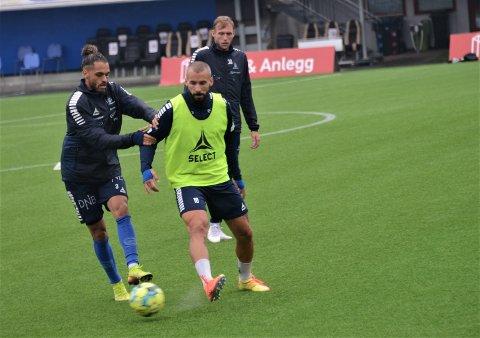 På plass: Onsdag hadde Guillermo Molins sin første trening med Sarpsborg 08. Her i kamp på trening med Alexander Jakobsen.