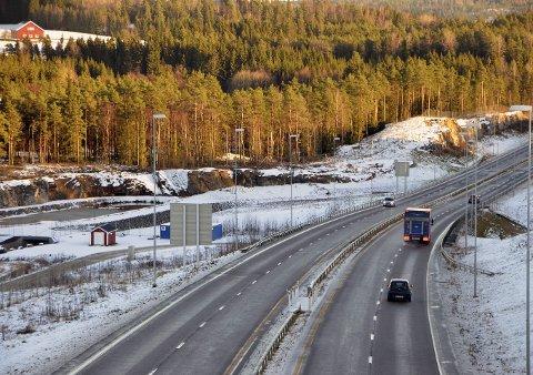 TRYGG: Antall ulykker og antall drepte og skadde er redusert betraktelig på E18 med ny vei.