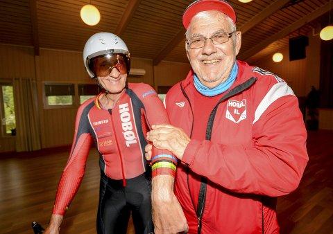 REGNBUESTRIPER: Leder Kjell Syversen og Hobøl IL har fått designet en egen sykkeldrakt for Gunnar Fjellberg. Regnbuestripene indikerer at han er verdensmester. Det ble han i 2012.