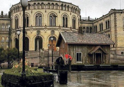 FLYTTES: Vangstua flyttes fra Stortinget til rasteplassen ved Jaren på Knapstad.