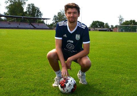 JAGET: Daglig leder i Askim Fotball, Tobias Tuft Mortensen hadde gitt spillerne sine tillatelse til å trene på Korsgård fotballbane.