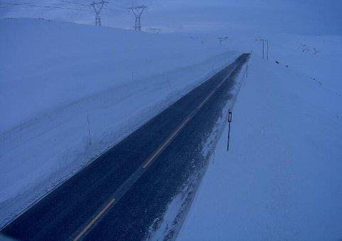 PÅSKE: Slik ser det ut på Vestradalen mellom Hol og Aurland klokka 06.19 i dag, måndag.