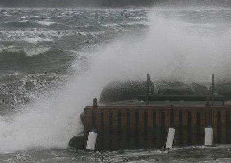 UVÆR: Tirsdag blir det både kraftig vind og mye regn. Arkivfoto