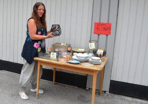 Cicilie Sæther i Steinkjer har ledet En hjelpende hånd i Nord-Trøndelag siden 2014. Nå er hun nominert til Årets hverdagshelt. Her fra en liten vipps-basar til inntekt for organisasjonen.