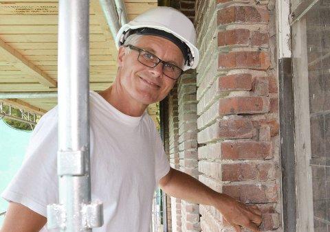 Lars Olav Bøe, eiendomssjef i Drammen KF, sier de ikke er for bekymret for høye strømregninger i vinter, men tenker mer på andre.