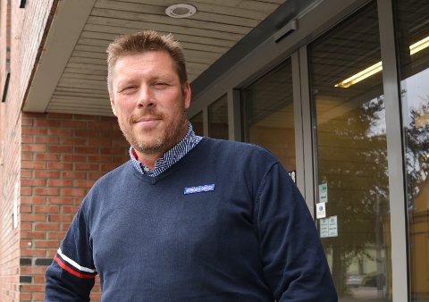 PÅ FEIL HYLLE: Kjøpmann Glenn Janik Mæla er tildelt prikkestraff fordi noen flasker  med alkoholfritt øl sto i en hylle for alkoholholdig øl.