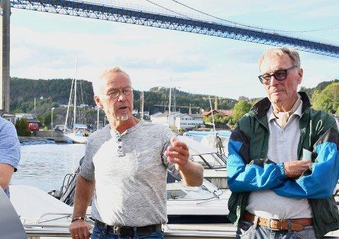 FRYKT: Bjørn Anderson (t.v) var blant naboene som ga politikerne et grundigere blikk inn i hverdagen for beboere på gamle Stathelle. -_ Mange er redde, sier han.