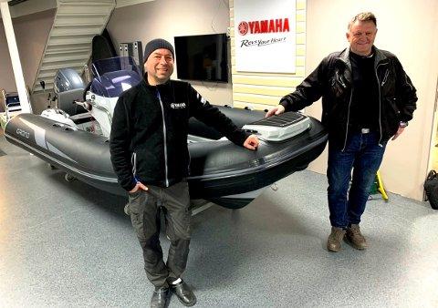 FORNØYDE: Rune Nilsen og Morten Bjørnstad i Nord Marin AS på Kjørbekk er godt fornøyd med båtsalget de første månedene av 2021.