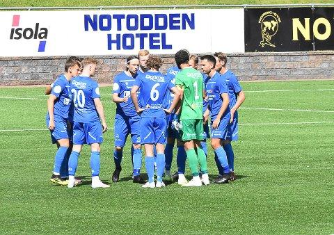 EGNE REGLER: Toppidretten har egne regler. Det betyr at Notodden Fotball kan trene og spille kamper som normalt.