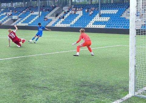 5-1 OG HAT TRICK: Zakaria Rasouli setter her inn 5-1 og sitt tredje for dagen. (Foto: Per Arne Hansen).