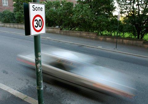 Med den nye regjeringsplattformen vurderes å øke fartsgrensene i landet.
