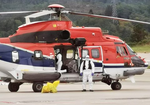 Helikopteret med personen som har symptomer på Covid-19 landet på Kvernberget torsdag.