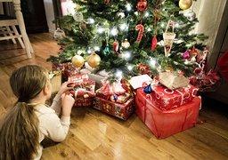 FASCINERENDE TRE: Visste du at både gavene og pynten kunne henge på treet i gamle dager?