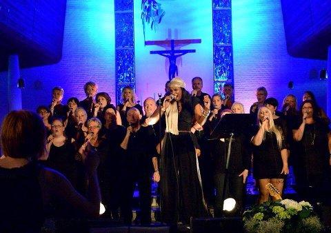 2013: Steinkjer gospelkor synger sammen med artisten Nora Noor i Steinkjer kirke.
