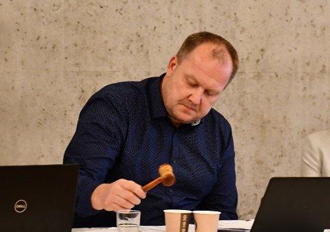 Ordfører Bjørn Gunnar Baas (Sp) skrøt av tidligere ordfører Reidar Saga (Ap) for god økonomisk styring. Baas styrer videre på den samme linja.