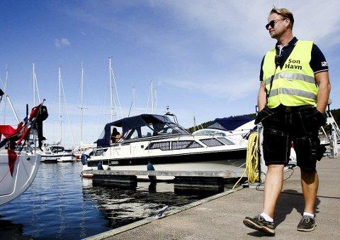 Grunn til å smile: Under ledelse av havnesjef Roger Finstad har Son gjestehavn økt omsettingen med nesten 500% siden 2009.