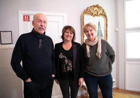 - DET ER VIKTIG HISTORIE: - Hun var like seg selv og vi likte intervjuet med Irene. F.v Bror Johannes Karlstad, Datter Bente Gjølstad og  søster Sølvi Karlstad.