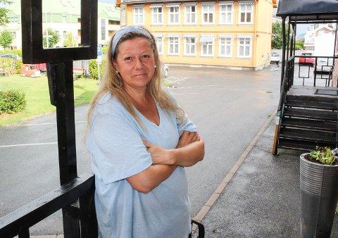 SELVHJELP: Vivian Lund (47) har selv angst. Nå hjelper hun andre i samme situasjon gjennom gruppemøter i Angstringen.