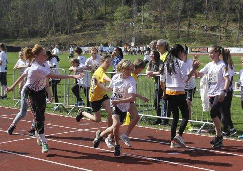 Tinestafetten: Lag fra alle ungdomsskolene på Nesodden deltok på Berger Stadion tirsdag,