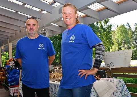 Butikksjefene Lena Olsen og Jens Christian Bøhler-Bjerkeland, er godt fornøyde med pågangen etter at de åpnet de nye lokalene på Fagerstrand.