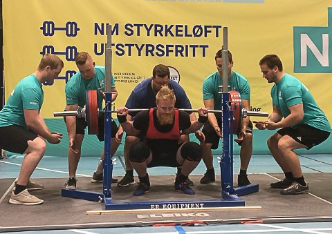 NORGESMESTERSKAP: NM i styrkeløft utstyrsfritt gikk i helga i Stavanger. Magnus Grådal var én av tre deltakere fra Røros styrkeløftklubb.
