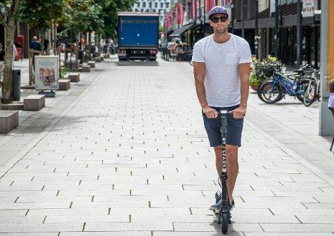 TRIST: Elsparkesykkel-aktør Tom Jarle Melby synes det er trist med en dødsulykke i Oslo og regner med ytterligere reguleringer av bransjen framover. Dette bildet er tatt ved en tidligere anledning.