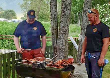 Grillmesterne Roy Bjørbekk og Oddgeir Johnsen.