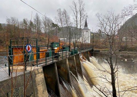 BEHOLDER EGELANDS VERK: Tom Jensen i Fossberg Kraft avviser at de selger Egelands Verk, som har kraftverk på Stifoss. I tillegg håper de å få tillatelse til å gjenetablere kraftverket på Søndeled (bildet).