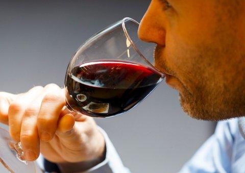Alkoholinntaket vårt kan være spesielt farlig i tre faser i livet, ifølge forskere. Foto: Gorm Kallestad / NTB