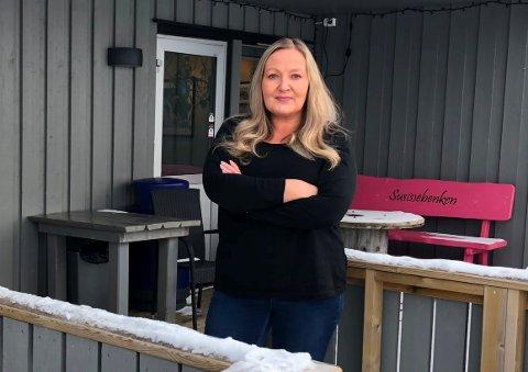 HÆRVERK: Lise Karbøl Bakkegård (43) som er daglig leder og eier av det populære spisestedet sammen med sin søster er fortvilet, men fattet over hva som har skjedd de siste dagene.