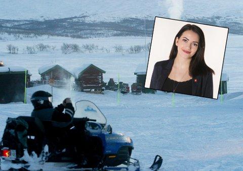 Kassandra Petsa (Frp) er tydelig på at reglene for scooterkjøring er altfor strenge. – Vi bør heller åpne opp for mer snøskuterkjøring i Norge, enn å være så rigide og detaljstyrte at vi henger oss opp i hva hyttefolkethar med seg. Har man ikke viktigere ting å ta seg av?