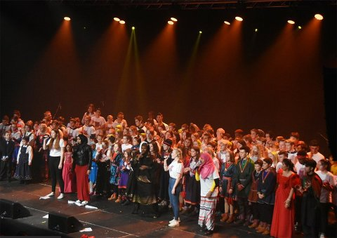 """Premiere: Sangen """"Vi é her"""" ble første gang framført i november i fjor. Den ble umiddelbart en lokal hit."""