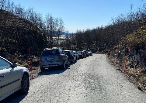 Trøbbel: Mange har valgt å benytte seg av finværet med å dra på tur, men det fører også med seg trafikale utfordringer som her ved Mjelle i Bodø