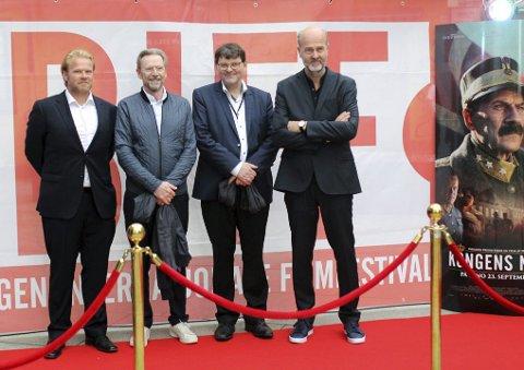 Dette firkløveret har sammen brukt flere år på å lage «Kongens nei». Fra venstre: Anders Baasmo Christiansen (Olav), Jesper Christensen (kong Haakon), Tor Fosse (festivalsjef), Erik Poppe (regissør).
